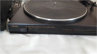 Teac Sl - 200 Semi Automatic Turntable System And