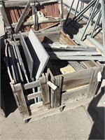 3 pallets of Red and Black Marble cutted pieces,