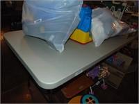 6 ft. Samsonite Plastic Folding Table
