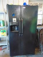 Frigidaire Side by Side Refrigerator / Freezer