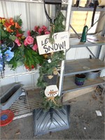 'Let it Snow' Snow Shovel Decor