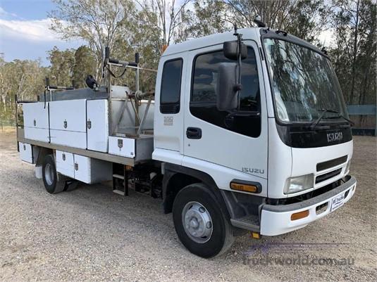 2004 Isuzu FRR 550 - Trucks for Sale