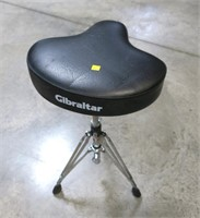 Gibrakte seat/stool