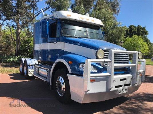 2007 Freightliner Columbia CL112 - Trucks for Sale