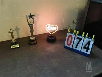 Neon Lamp And Trophys Otros Artículos Para La Venta 1 - roblox nova hotels 2019 awards