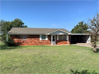 Country Home with Acreage for Sale, Clinton, OK