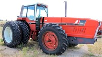 1979 Int 3588 tractor, 2+2 cab, diesel eng, duals on rear, 3-pt, pto, 18.4R38 tires, SN: 2890007U10071 (view 1)