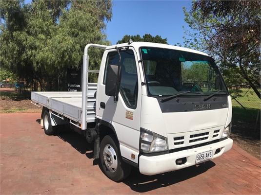 2007 Isuzu NPR 200 Medium - Trucks for Sale