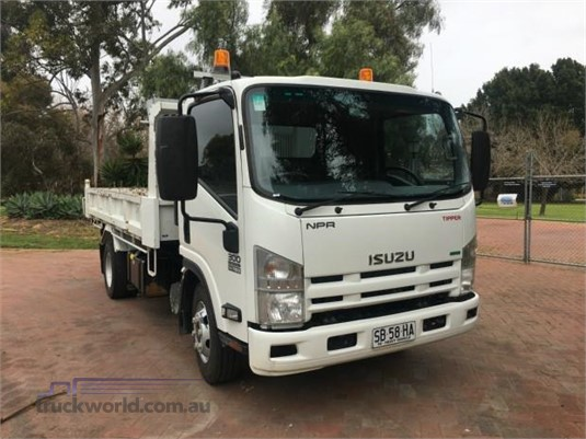 2013 Isuzu other - Trucks for Sale