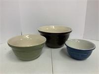 3 mixing bowls.