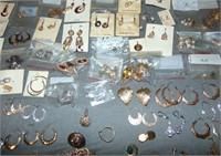 Lot of Gold Earrings.