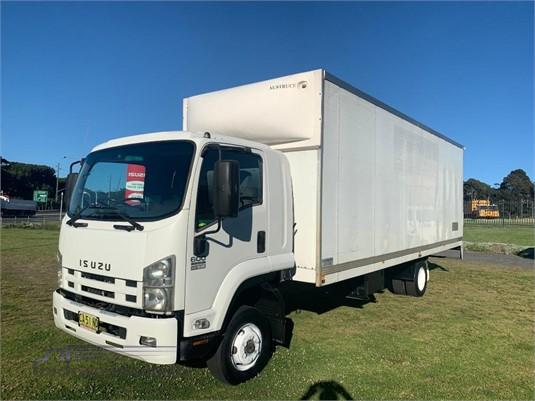 2009 Isuzu FRR 600 XLong - Trucks for Sale