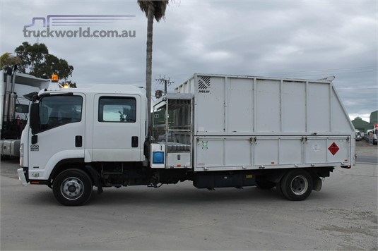 2011 Isuzu FRR 600 - Trucks for Sale