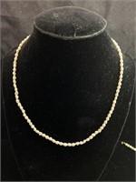 Pearl necklace and bracelet set