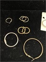 Assorted earrings lot
