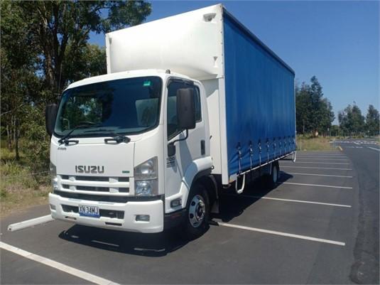 2013 Isuzu FRR500 - Trucks for Sale