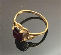 Vintage 18kt Gold Women' S Ruby Center Stone Ring
