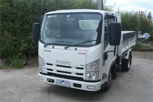 2015 Isuzu NLR 200 AMT - Trucks for Sale