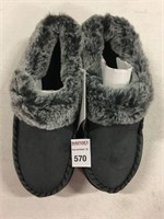 SLIPPERS SIZE 7-8