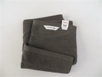 LACOSTE HAND TOWEL (PULLED THREAD)