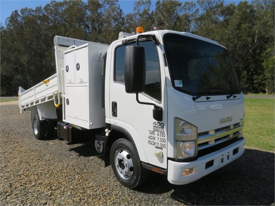 2011 Isuzu NPR 400 Premium - Trucks for Sale