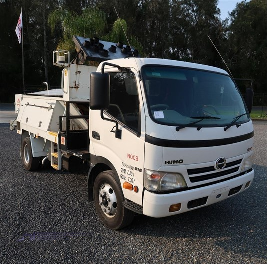 2011 Hino 300 816 - Trucks for Sale