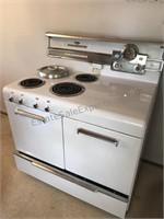 Vintage Frigidaire Electric Stove / Oven / Deep