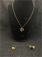 Beautiful ring and necklace lot