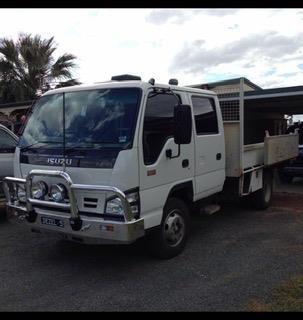 2005 Isuzu NPR 250 - Trucks for Sale