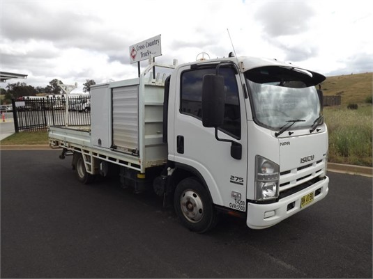 2011 Isuzu NPR 275 - Trucks for Sale