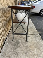 Wooden and metal Long walk-in side table