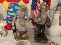 2PC OLD WORLD STYLE FIGURINES