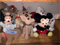 LARGE SHELF OF VRIOUS DECOR / STUFFED TOYS