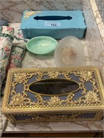 LOT OF BATHROOM ITEMS / TISSUE BOXES