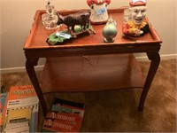 VTG 2 TIERED ACCENT TABLE
