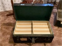 VTG TRUNK/ HAS SOME MISC IN IT