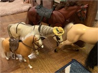 LOT OF VARIOUS HORSES / BREYER MORE