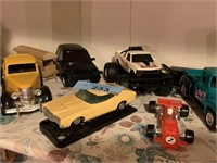 LARGE LOT OF CARS / DIE CAST MORE