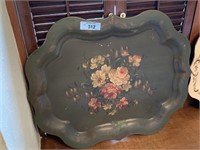 LARGE LOT OF DECORATIVE METAL TRAYS