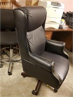 (14) Leather Executive Chair $20.00 Reserve