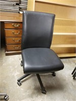(18) Leather Task Chair $15.00 Reserve