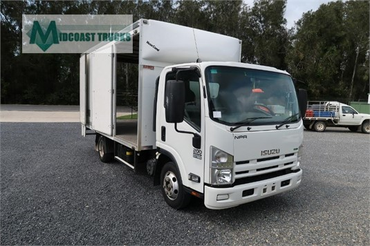 2014 Isuzu NPR 200 Medium Midcoast Trucks - Trucks for Sale