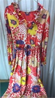 Vintage Floral Print Dress Zips up the back with