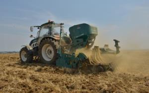 trattori e attrezzature arbos in campo