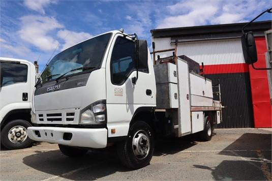 2006 Isuzu NPR 400 - Trucks for Sale
