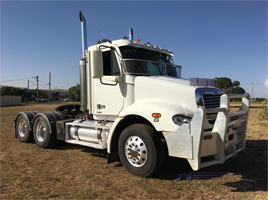 2005 Freightliner Columbia CL112 - Trucks for Sale