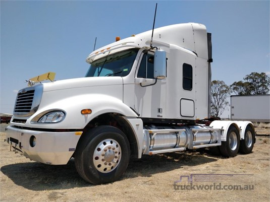 2007 Freightliner Columbia CL120 Wheellink - Trucks for Sale