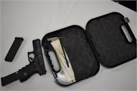 Glock 23 - .40 cal W/ 2 Clips & Hardcase