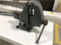 Columbian Bench Vice w/ Pipe Jaws