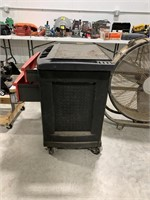 Rubbermaid storage cart with drawers